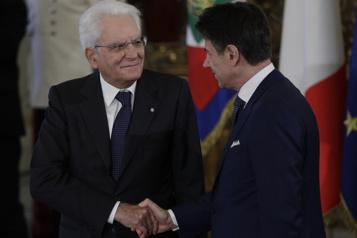 Italie La démission du premier ministre plonge l'Italie dans l'incertitude)