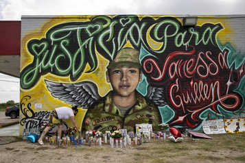 Émotion au Texas après l'homicide confirmé d'une soldate)