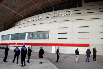 Espagne Lancement de la vaccination de masse au stade de soccer de Madrid)