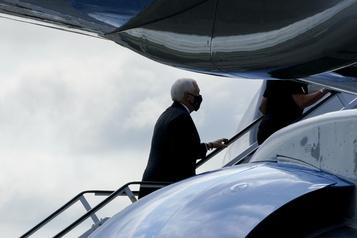 L'avion de Mike Pence forcé de faire demi-tour après avoir frappé un oiseau)