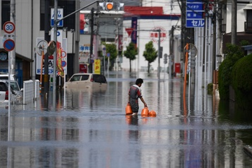 Inondations au Japon: au moins 61 morts, pluies record dans le centre)