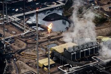 Prudence et incertitude pour les pétrolières canadiennes)