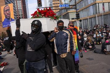 Meurtre de George Floyd Des milliers de manifestants dans les rues de Minneapolis avant le procès)