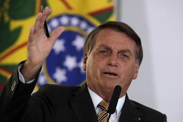 Bolsonaro rejette toute pression future de Biden sur l'Amazonie)