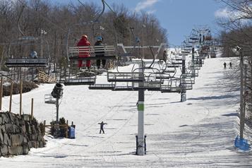 Les skieurs se ruent vers les abonnements de saison)