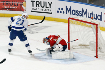 Lightning - Panthers Le Lightning remporte le match grâce à deux buts de Brayden Point)