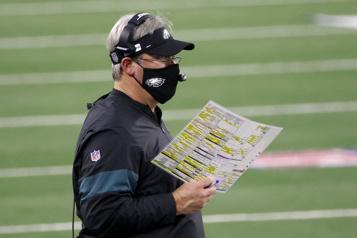 NFL Les Eagles congédient Doug Pederson)