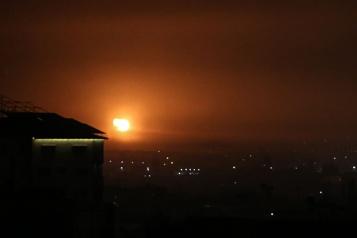 Frappes aériennes sur Gaza après un tir de roquette vers Israël)