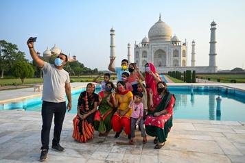 Le Taj Mahal rouvre aux visiteurs en Inde)