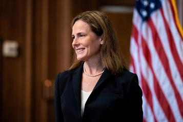 Juge Amy Coney Barrett Le Sénat franchit une première étape vers la confirmation)