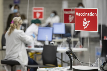 Un passeport vaccinal, s'ilvousplaît?)