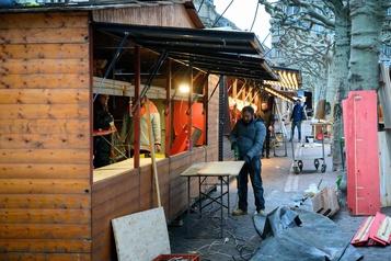 Le marché de Noël de Strasbourg tente de faire oublier l'attentat