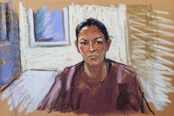 Affaire Epstein: Ghislaine Maxwell restera en prison jusqu'à son procès)