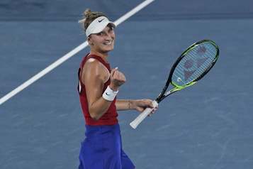 Tennis Marketa Vondrousova rejoint Belinda Bencic en finale)