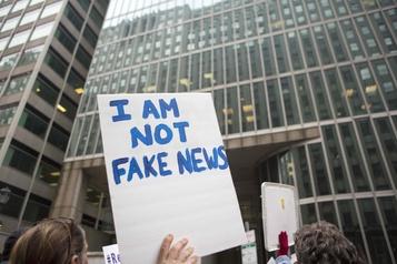 Des groupes veulent aider les jeunes électeurs à identifier les fausses nouvelles