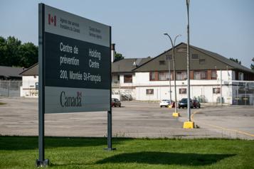 Éclosion de COVID-19 La libération de migrants détenus à Laval réclamée)