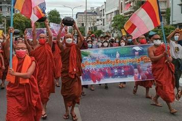 Birmanie Les moines protestent contre la junte militaire)