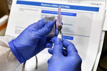 COVID-19 Les pirates informatiques tentent de perturber le processus de vaccination)