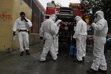 Record de morts en Espagne, la pandémie enfle aux États-Unis