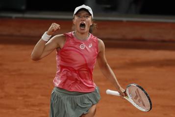 Iga Swiatek passe en quarts de finale à Roland-Garros)