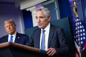 COVID-19 Un conseiller controversé de Trump remet sa démission)