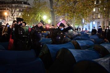 Un nouveau camp de migrants au cœur de Paris aussitôt démantelé)