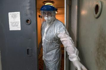 Bilan de la pandémie dans le monde Plus de 1018000morts de la COVID-19)