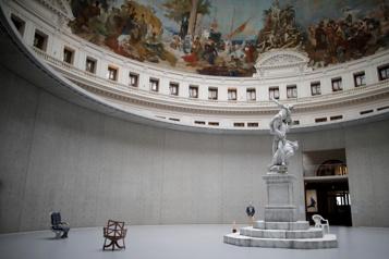 La collection Pinault à la Bourse de commerce  Paris s'emballe pour son nouveau musée circulaire)