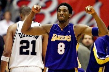 Des objets souvenirs de Kobe Bryant dépassent les attentes aux enchères)