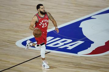 Fred VanVleet signe un nouveau contrat avec les Raptors)