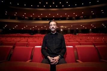 Frédérick Gravel, chorégraphe Voir tomber les dominos)
