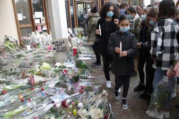Enseignant décapité en France Les hommages se multiplient, dix personnes arrêtées)