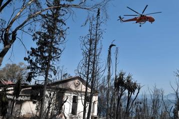 Grèce Un incendie de forêt continue de faire des ravages)