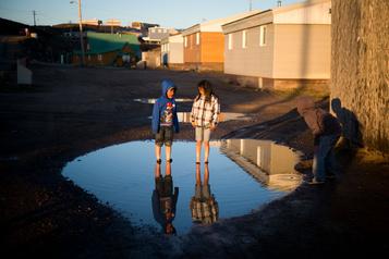 L'enfance au Canada est en crise, selon deux rapports)