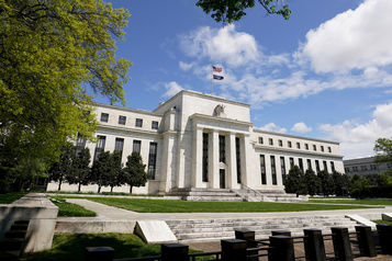 La Fed va ajuster ses rachats d'actifs pour soutenir l'économie)