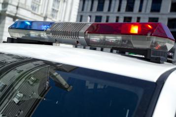 Square Cabot Deux armes de poing prohibées saisies, trois hommes arrêtés)