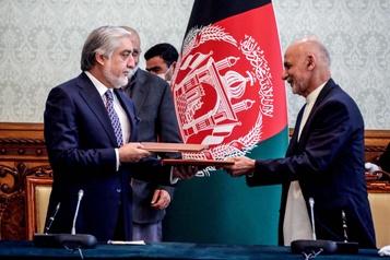 Afghanistan: le président et son rival signent un accord de partage du pouvoir)