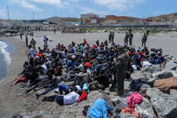 Pression migratoire Plus de 6000migrants à Ceuta, un «message fort» du Maroc à l'Espagne )