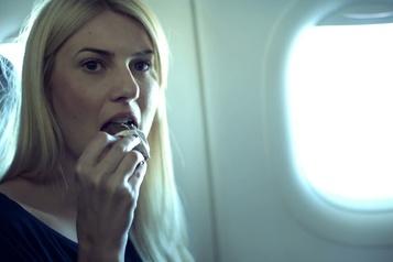 Pourquoi les aliments ont-ils un goût différent en avion?