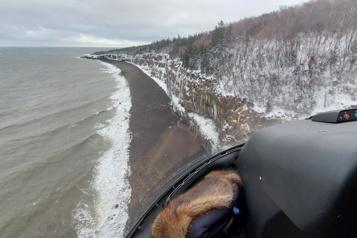 Naufrage d'un bateau de pêche Des débris localisés au large des côtes de la Nouvelle-Écosse)
