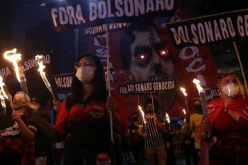 COVID-19 Les Brésiliens de nouveau dans la rue pour réclamer la destitution de Bolsonaro)
