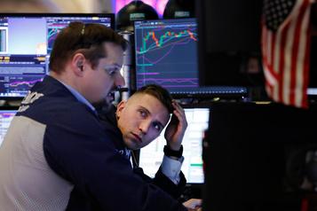 Wall Street, gardant un œil sur le virus chinois, termine en ordre dispersé