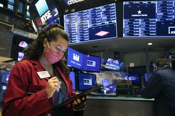 Wall Street se redresse en fin de séance sur les espoirs d'un plan de soutien)