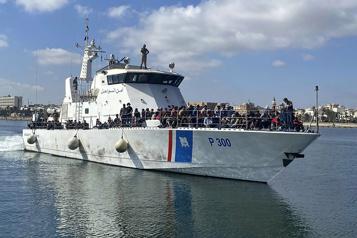 Trafic d'êtres humains Près de 60migrants morts noyés au large de la Libye )