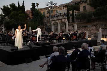 Au milieu des ruines antiques, l'Opéra national de Grèce donne de la voix contre l'adversité)