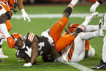 NFL Les Browns battent les Bengals 35-30)