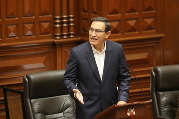 Le président péruvien Martin Vizcarra échappe à la destitution)