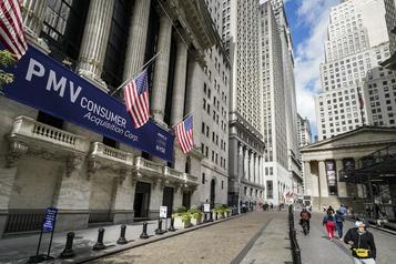 Wall Street termine la semaine en hausse)