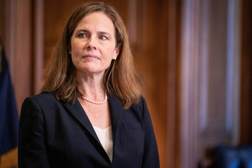 Cour suprême Le Sénat confirme la nomination d'Amy Coney Barrett )
