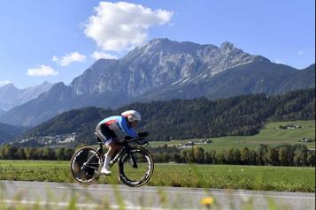 Une première course attend la cycliste Karol-Ann Canuel en Espagne)